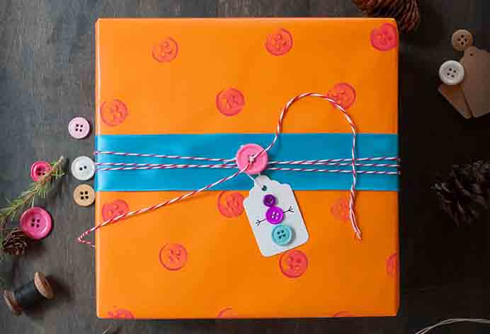 Twelve wonderful ideas for how to gift wrap yourself using stuff you already have and upcycling it. Please share and make Mondays fun, get our craft inspiration delivered to your inbox - CraftyLikeGranny.com #christmascrafts #christmas #crafts #diys