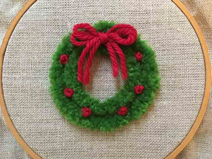 Feeling Stitchy have a tutorial on how to make this lovely Christmas themed plushwork wreath. Please share. You will always look forward to Mondays, with our craft inspiration roundups -CraftyLikeGranny.com #christmascrafts #christmas #crafts #diy