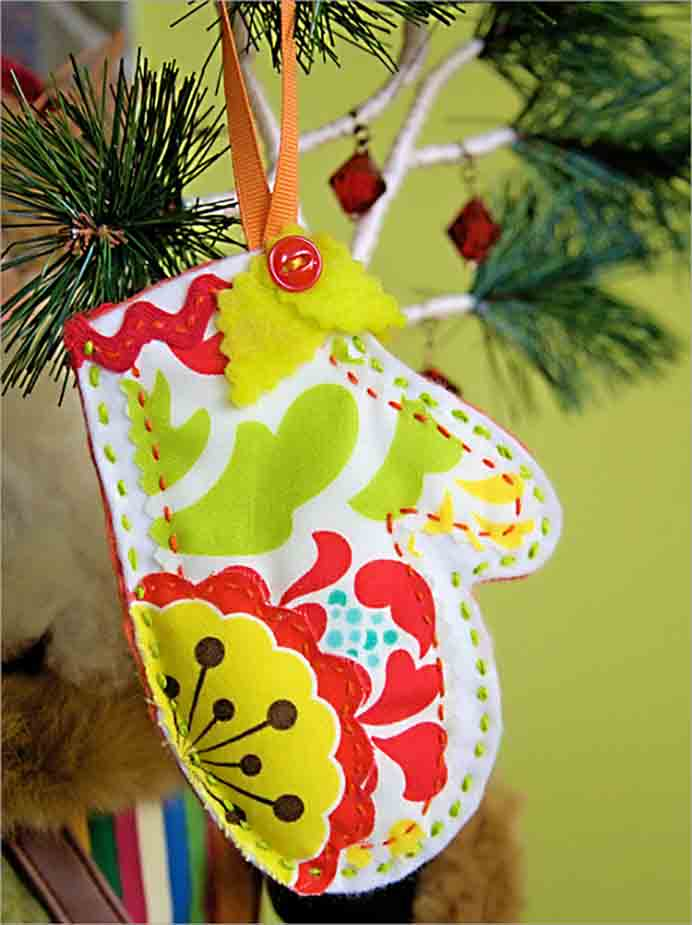 A fun crafty Christmas themed project to do with kids - Easy Felt Ornaments made with things you no doubt have in your materials box. Buttons, beads, scraps of material, fabric trim and felt. Please share. Make Mondays more manageable and sign up for our craft inspiration newsletter. Delivered to your inbox - CraftyLikeGranny.com #ChristmasDecorations