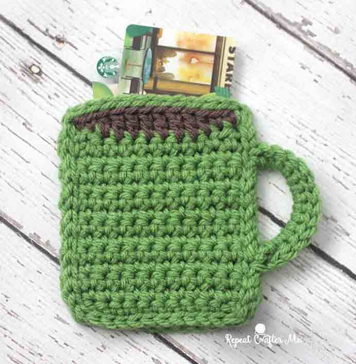 A super cute crocheted gift idea for the coffee lovers by the talented Sarah at Repeat Crafter Me. Please share. Sign up to our craft inspiration roundup newsletter and make Mondays more manageable. Fabulous Crafty ideas and projects delivered to your inbox - CraftyLikeGranny.com #crochet