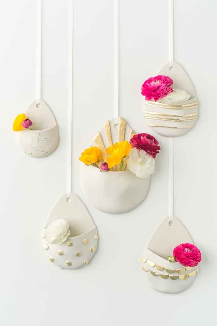 Handmade Hanging Wall Vases are a lovely idea to spruce up your walls. Such a simple idea to add some colour with cut flowers. Please share and make Mondays fun, get our craft inspiration delivered to your inbox - CraftyLikeGranny.com #walldecor