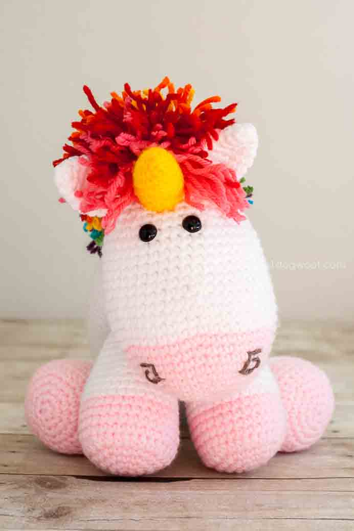 Rainbow Colors Unicorn - Crochet Pattern. Another gorgeous crochet project to make anyone happy. I mean who doesn't love Rainbow Unicorns. 1 Dog Woof has shared the crochet pattern. Please share. You will always look forward to Mondays, with our craft inspiration roundups -CraftyLikeGranny.com #crochet
