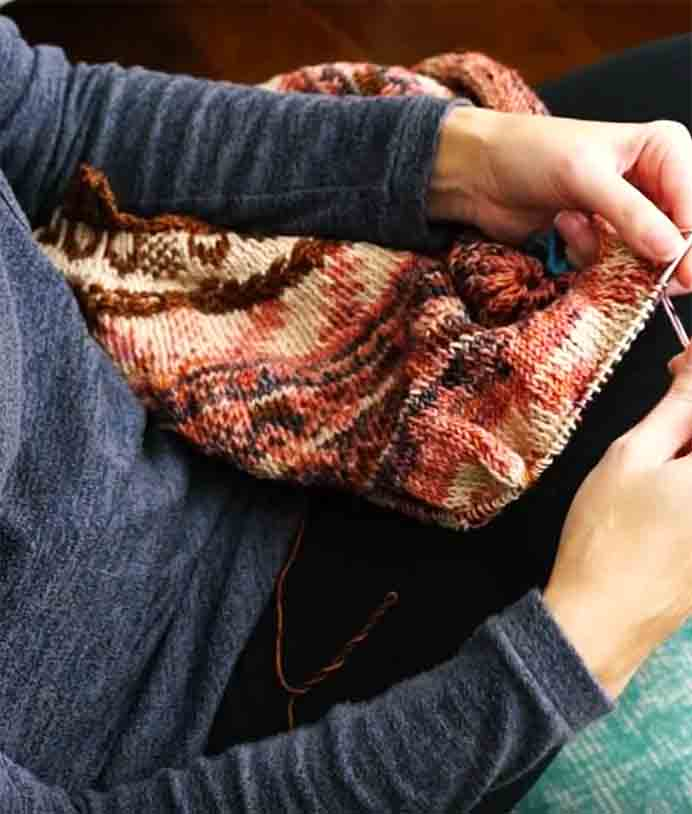 Knitting Tutorial for Colorwork Without Floats. If you've ever found floats in colorwork difficult, Jamie at Knitosophy Designs has a great video. In it she walks you through how she does colorwork without floats. Please share. Sign up to our craft inspiration roundup newsletter and make Mondays more manageable. Fabulous Crafty ideas and projects delivered to your inbox - CraftyLikeGranny.com #knitting