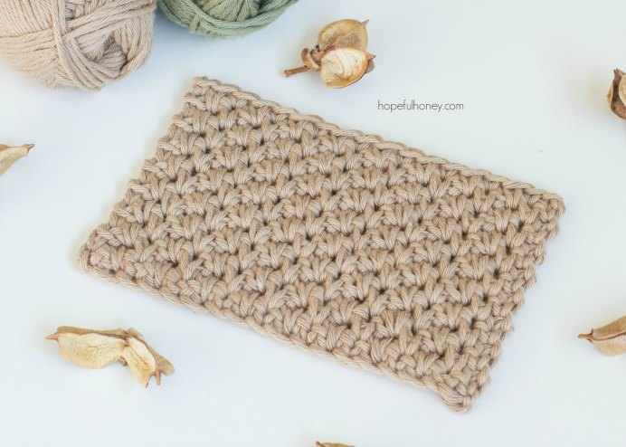 How to Crochet Alternating Spike Stitch. This lovely looking stitch will become one of your favorites. Olivia from Hopeful Honey has a wonderful step by step tutorial to show you how to stitch the Alternating Spike Stitch.Please share. You will always look forward to Mondays, with our craft inspiration roundups -CraftyLikeGranny.com #crochet