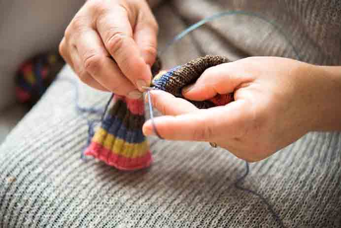 Knit Smarter With The Magic Loop Crafsty Online Course with Lorilee Beltman. Designer Lorilee Beltman breaks down the magic loop technique so you can knit smaller-circumference projects such as socks and sleeves using only one circular needle. Please share. Look forward to Mondays with our craft inspiration newsletter. Crafty goodness delivered to your inbox - CraftyLikeGranny.com #Knitting