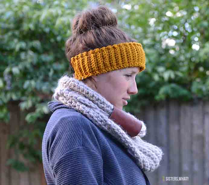 Keep Your Ears Warm! - Crocheted Fleece Lined Headband Tutorial A quick crochet project to take on and can be made in the color of your choice. Check out the tutorial and pattern by the team at Sisters What! Please share and make Mondays fun, get our craft inspiration delivered to your inbox - CraftyLikeGranny.com #crochet
