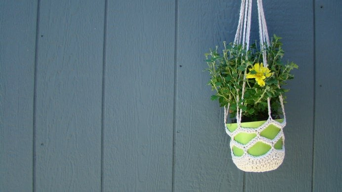 Hanging Herb Holder. Salena Baca Crochet has a gorgeous free hanging herb holder pattern. Her blog post offers the entire instructions and materials you'll need to use.Please share. The best in craft delivered to your inbox every Monday - CraftyLikeGranny.com #crochet #crocheting #craft