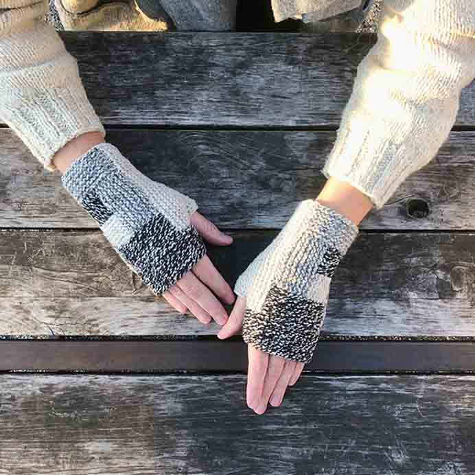 Log Cabin Knit Mittens. Karen Templar of Fringe Association shares her clever log cabin knit mittens pattern. Perfect for small amounts of yarn you've got in your stash. Please share. You will always look forward to Mondays, with our craft inspiration roundups -CraftyLikeGranny.com #knitting #knit #knit_inspiration