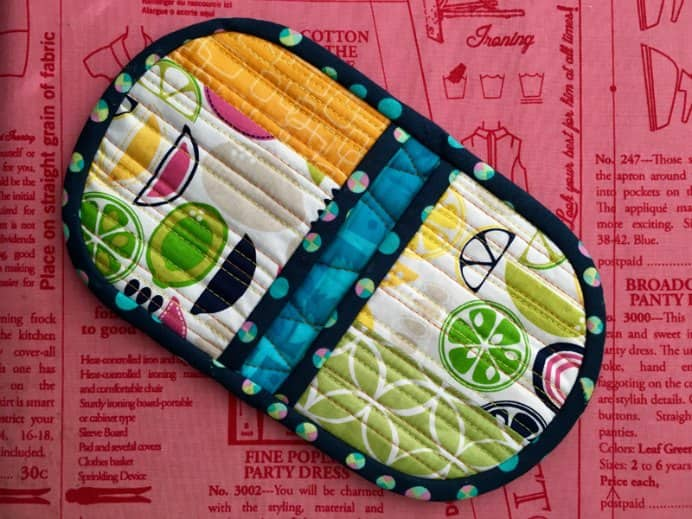 Easy Peasy Squeezy Potholder A video tutorial by Donna at Olivia and Marie. Donna has a clear way of presenting information. Her tutorial on a colourful Squeezy Potholder is easy to follow. Please share and make Mondays fun, get our craft inspiration delivered to your inbox - CraftyLikeGranny.com #sewing