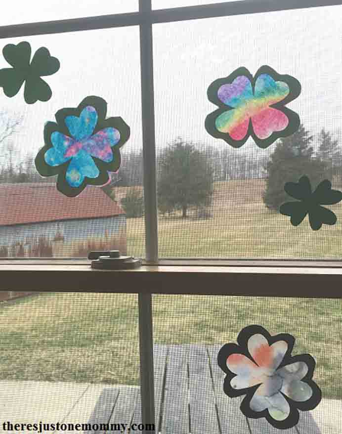 St Patrick's Day Shamrock Suncatcher. With St Patrick's Day coming up this is a fun craft activity for kids to get involved with. Suncatchers make a great display on windows. Please share. Join now for creative craft inspiration. The best in craft delivered to your inbox every Monday - CraftyLikeGranny.com #stpatricksdaycraft #craft #kidscraft