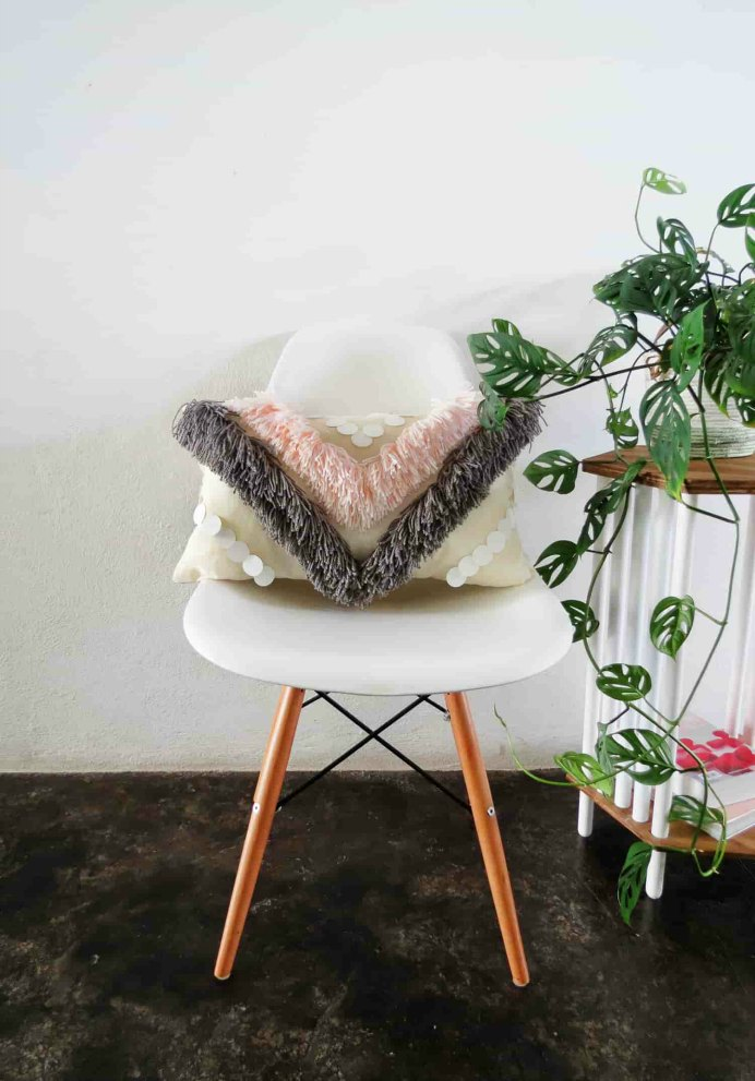 DIY Yarn Fringed Throw Pillows. These throw cushions are delightful! Using Yarn Fringes add that pizzazz and they are a great way to use up some leftover yarn. Anna from Ohoh Blog has a sewing tutorial to make them. Please share. The best in craft delivered to your inbox every Monday - CraftyLikeGranny.com #DIY #knitting #Sewing