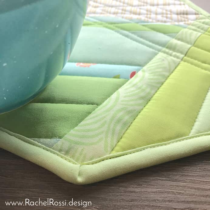 How To Bind Angled Corners Sewing Tutorial. Rachel Rossi created a free pattern for a Oven Octo Pot Holder. In her tutorial she shows you how to bind angled corners. A really helpful sewing tutorial for this technique. Please share. You will always look forward to Mondays, with our craft inspiration roundups -CraftyLikeGranny.com #sewing #sewingforbeginners #sewingpatterns