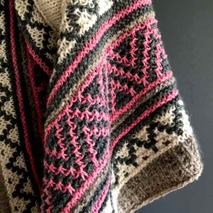 Boho Style Mosaic Shawl. This gorgeous shawl was the first big mosaic stitch project for Kristen and she loved making it. The pattern is by Irene Lin. Kristen explains the 'color work is made with slipped stitches, only working with one color at a time. It mimics fairisle knitting but is much easier.' Please share. You will always look forward to Mondays, with our craft inspiration roundups -CraftyLikeGranny.com #knittingpattern #knitting_inspiration #knitting
