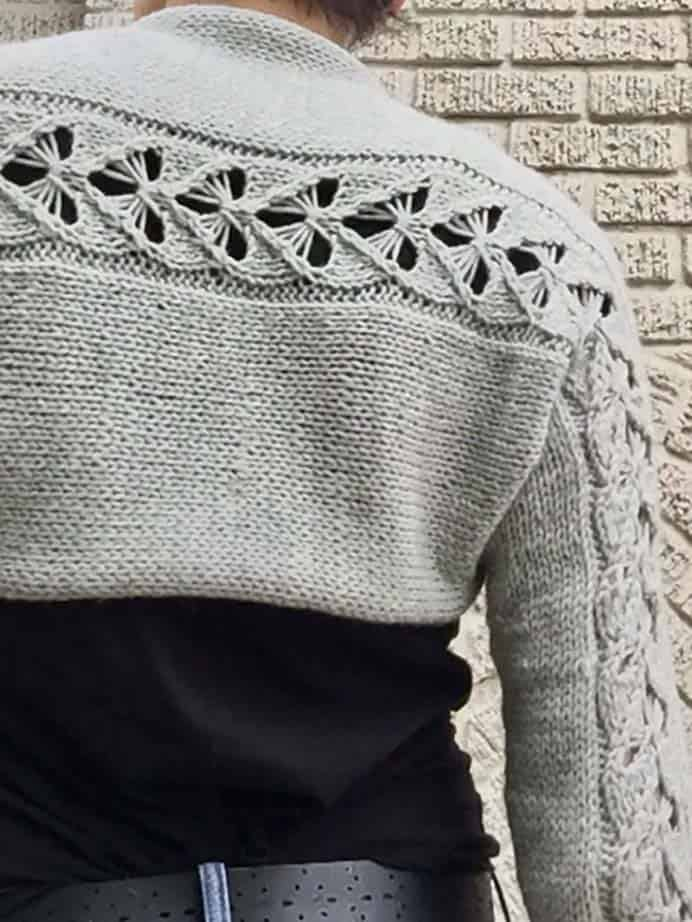 The Love Shrug. The stitch design in this shrug is lovely. Marni has video to instruct show you how to knit a heart motif. This pattern looks so sweet and cosy. Please share. The best in craft delivered to your inbox every Monday - CraftyLikeGranny.com #knitting #knittingpattern #knit