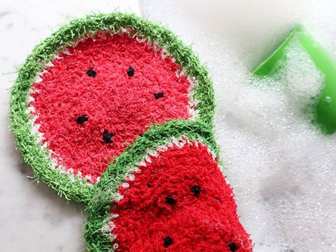Watermelon Dishcloth Crochet Pattern. Using this dish cloth would make washing dishes just that little bit more fun. Cinta at My Poppet shares her free crochet pattern for this watermelon dishcloth. A relatively quick project to make for Mother's Day. Please share. Join now for creative craft inspiration. The best in craft delivered to your inbox every Monday - CraftyLikeGranny.com #crochetpattern #crocheting #mothersdaygift