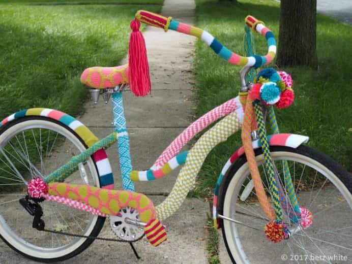 I adore yarn bombing, it is such a artistic way to draw attention to craft. Betz White was commissioned to do an art installation for a fiber store. Isn't gorgeous? Take a look at her recent blog post for more pics. Please share. You will always look forward to Mondays, with our craft inspiration roundups -CraftyLikeGranny.com #knitting #knittingguru #knittingstitches