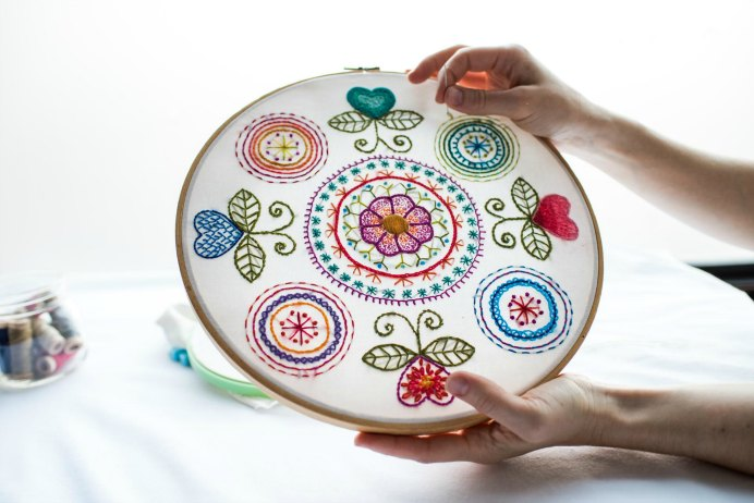 Craftsy Instructor; Kat McTee steps you through the basics of hand embroidery. Create your own gorgeous sampler with the stitches you learn. Embroidery is a budget friendly craft, suitable for all ages. Take a look at the online course preview here. Please share and make Mondays fun, get our craft inspiration delivered to your inbox - CraftyLikeGranny.com #embroidery #needlework #stitches