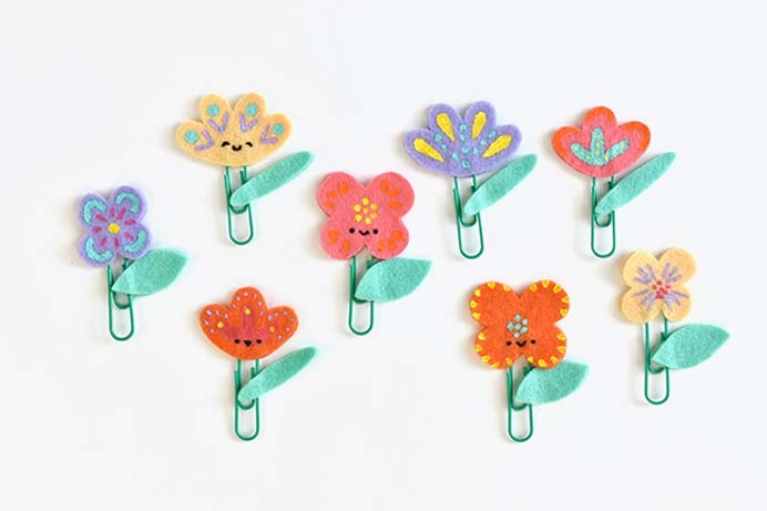 Painted Felt Flower Planner Clips. Getting your pages of your planners organised with this functional and super cute craft project. Mollie from Handmade Charlotte gives you step by step instructions on how to make them. Please share. You will always look forward to Mondays, with our craft inspiration roundups -CraftyLikeGranny.com #craft #felt #DIY #planner