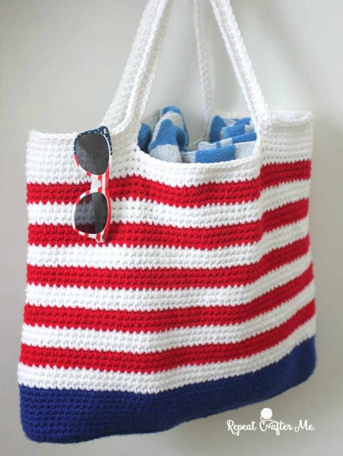 Have this crochet project ready for the Fourth of July! Sarah at Repeat Crafter Me has a tutorial and pattern for this gorgeous tote. Please share. Join now for creative craft inspiration. The best in craft delivered to your inbox every Monday - CraftyLikeGranny.com #crochet #crochetpattern #crocheting