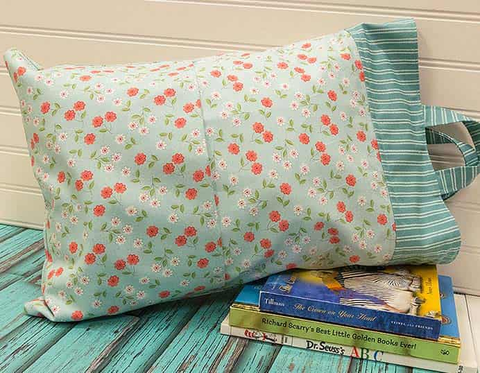 Road Trip Pillow Bag Sewing Tutorial. What a clever and functional craft idea! This will make traveling on a road trip just that extra bit more special. Follow the sewing tutorial on the Fat Quarter Shop's blog to make one. Please share. Join now for creative craft inspiration. The best in craft delivered to your inbox every Monday - CraftyLikeGranny.com #sewing #sewingtips #sewingpattern