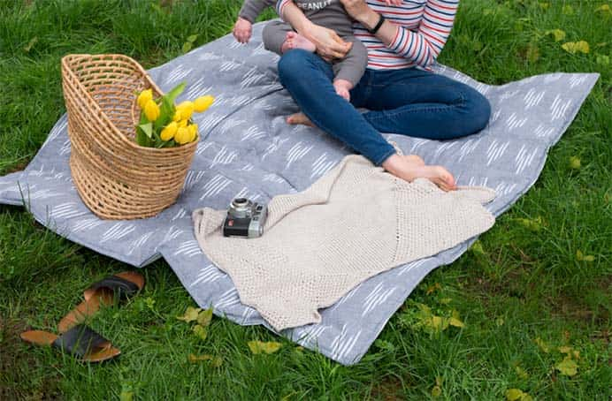 How To Make a Waterproof Picnic Blanket. Using a shower curtain for the backing of this blanket is so clever. Hannah from The Homesteady shares how to sew a waterproof picnic blanket in her tutorial. Please share. The best in craft delivered to your inbox every Monday - CraftyLikeGranny.com #sewing #sewingtips #sewingpattern