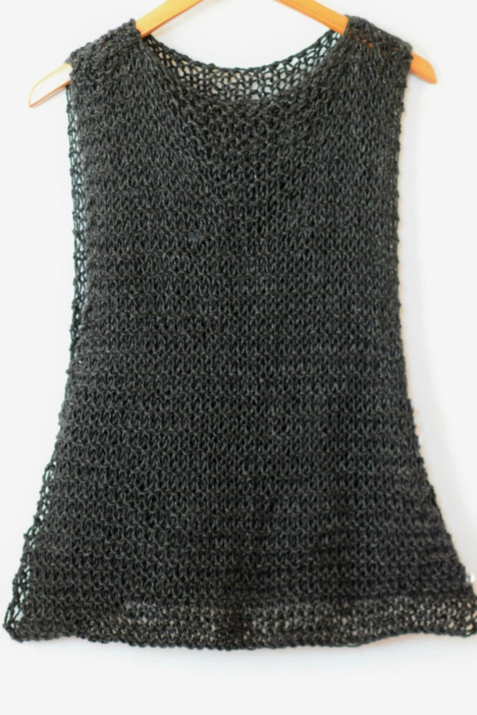 Jessica at Mama In a Stitch shares her pattern for this summery knitted tank top. Perfect for the warmer months and easy to do. Please share and make Mondays fun, get our craft inspiration delivered to your inbox - CraftyLikeGranny.com #knitting_guru #knitting #knitting_inspiration