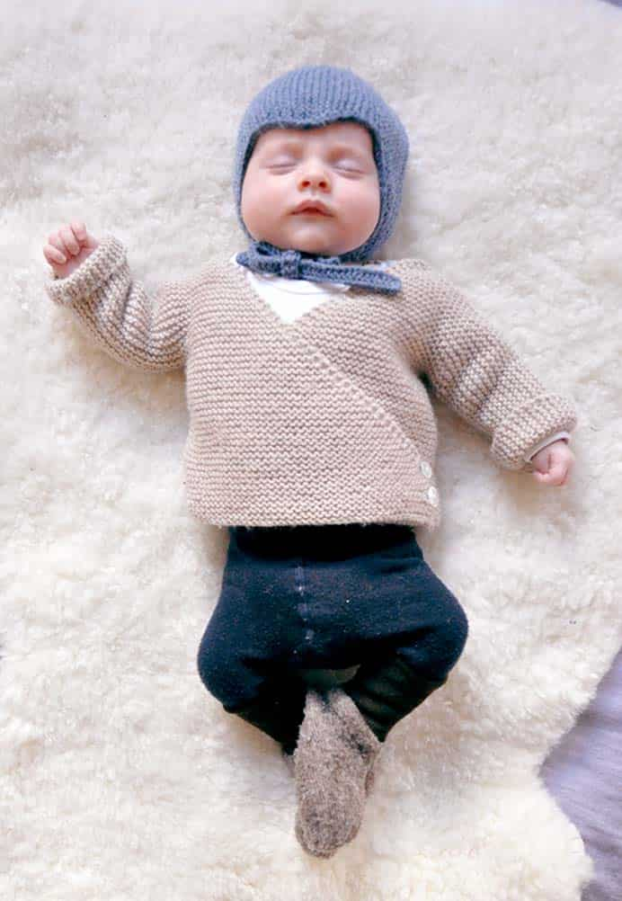 Knitted baby clothes are so adorable. Looking at this pattern instantly reminds me of the gorgeous cardigans and leggings my own mother made for my first born. Mme Ulma's pattern is in simple garter stitch from the bottom up. Please share. The best in craft delivered to your inbox every Monday - CraftyLikeGranny.com #knitting_guru #knitting #knitting_inspiration