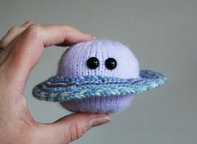 Science Inspired Knitted Toys - Handmade Seller Interview. Do you know someone who loves all things science? This interview about a woman Dawn who makes handmade knitted items inspired by science is an interesting read. I particularly love the knitted atom. Please share. You will always look forward to Mondays, with our craft inspiration roundups -CraftyLikeGranny.com #knittingguru #knittingstitches #knitting