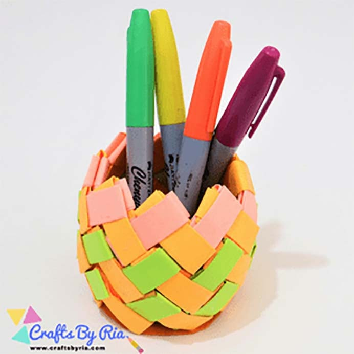 This would make a great craft project for teens. Follow Crafts by Ria's video tutorial to make a paper pen stand. Colors used are totally up to the individual! Please share. Join now for creative craft inspiration. The best in craft delivered to your inbox every Monday - CraftyLikeGranny.com #backtoschoolcrafts #papercraft #kidscraft