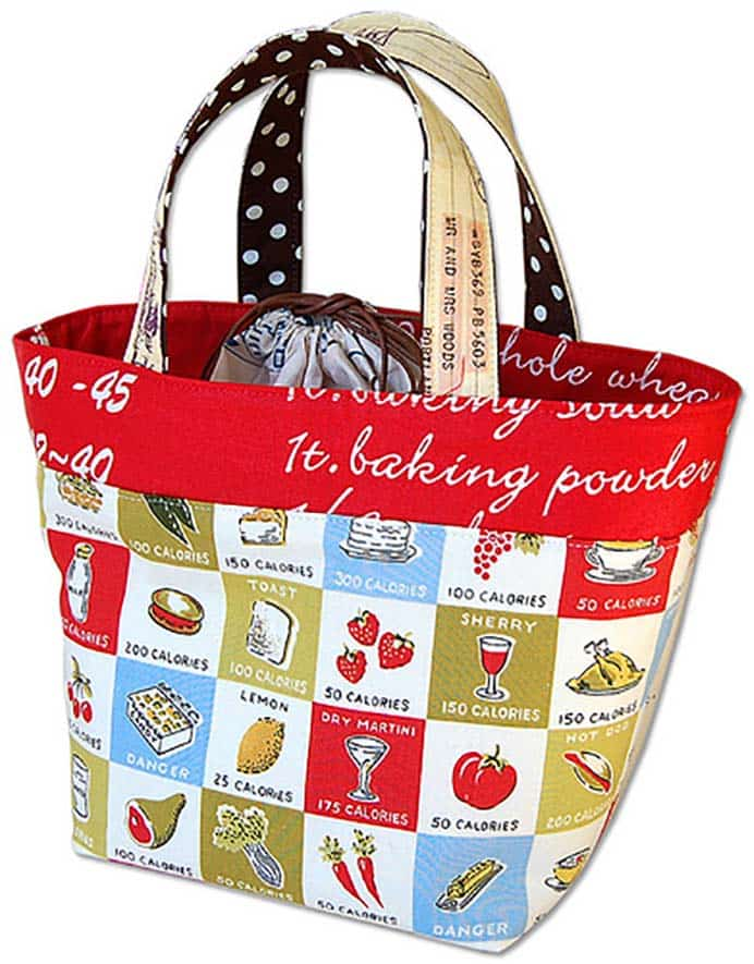 A super cool looking lunch bag with a drawstring section. A very detailed sewing tutorial with plenty of step by step instructions with pics. Follow Ayumi's instructions to make one. Please share. Make Mondays more manageable and sign up for our craft inspiration newsletter. Delivered to your inbox - CraftyLikeGranny.com #backtoschoolcrafts #sewingtutorial #sewingpattern