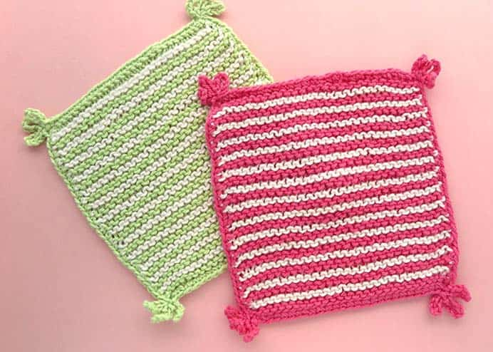 If you are a beginner knitter, washcloths are a great project to try. My Poppet Makes shares a simple knitted washcloth pattern with stripes and tassels. Please share and make Mondays fun, get our craft inspiration delivered to your inbox - CraftyLikeGranny.com #knitting #knittingforbeginners #knittingpattern