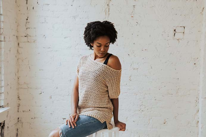 Toni of TL Yarn Crafts shares her summertime crochet tee top pattern. A flattering design for any shape and casual enough for any event. Follow Toni's pattern on her blog. Please share. The best in craft delivered to your inbox every Monday - CraftyLikeGranny.com #crochetpattern #crochet #crocheting