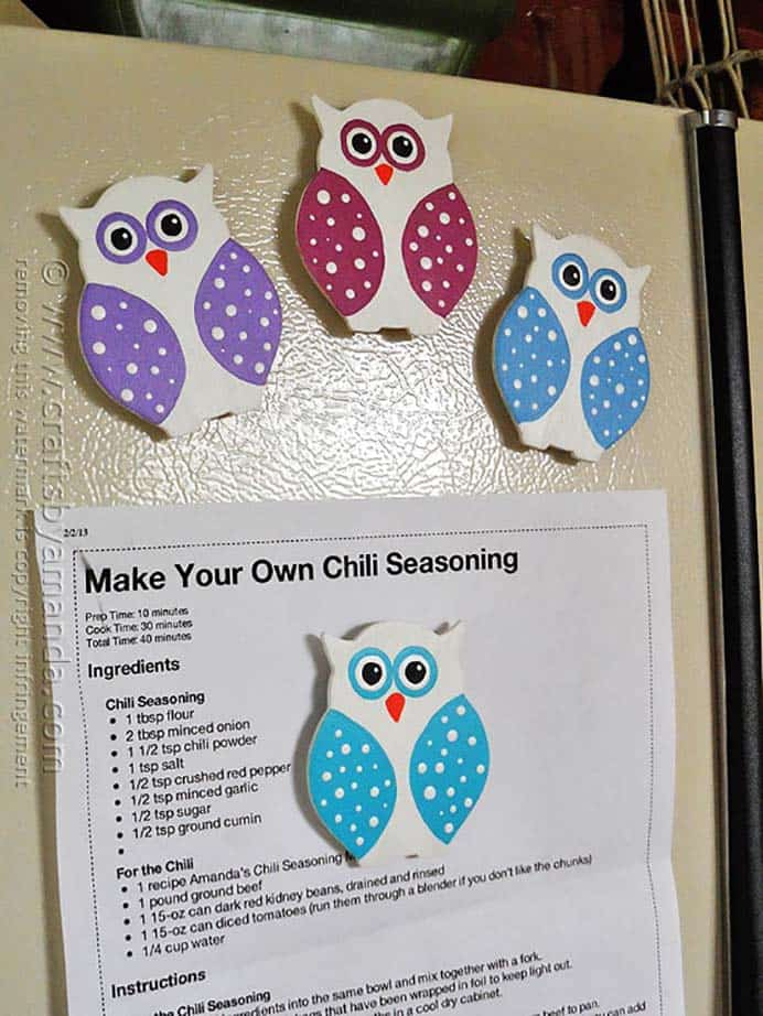 Use these cute magnets to post up school notices, kids artwork and more. Follow Amanda's tutorial on her blog. Please share. You will always look forward to Mondays, with our craft inspiration roundups -CraftyLikeGranny.com #backtoschoolcrafts #DIY #kidscraft