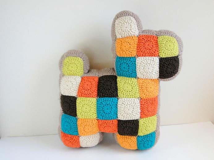 Patchwork Crochet Dog Pillow. Such a great looking pillow! Follow Casey's steps to crochet squares and put them together in the shape of a dog. Such a clever design :) Please share and make Mondays fun, get our craft inspiration delivered to your inbox - CraftyLikeGranny.com #crochet #crochetpattern #DIY