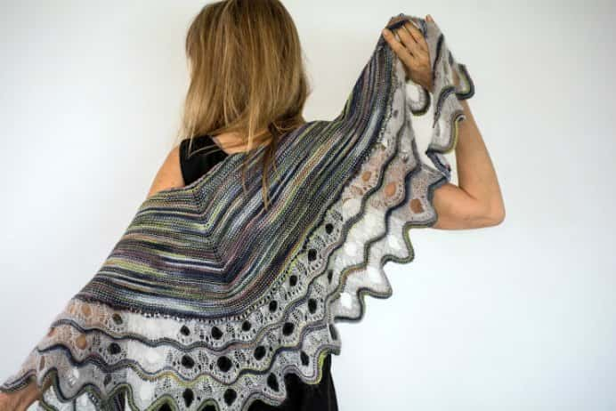 Claudia has finished this magnificent shawl. Her in latest post she shares about using indie dyers yarns and the amazing colorways these yarns can create. Please share. You will always look forward to Mondays, with our craft inspiration roundups -CraftyLikeGranny.com #knitting #knittingpattern #knit_guru