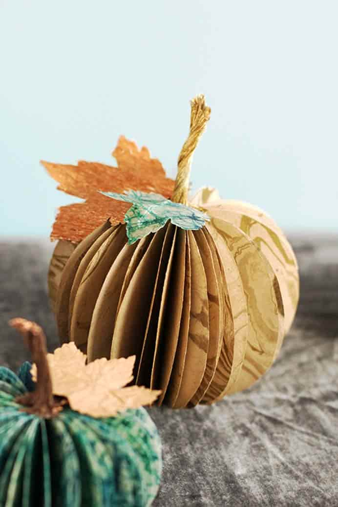 The team at Minted created a tutorial for how to craft these gorgeous accordion paper pumpkins. Please share. You will always look forward to Mondays, with our craft inspiration roundups -CraftyLikeGranny.com #thanksgivingcrafts #fallcrafts #papercrafts