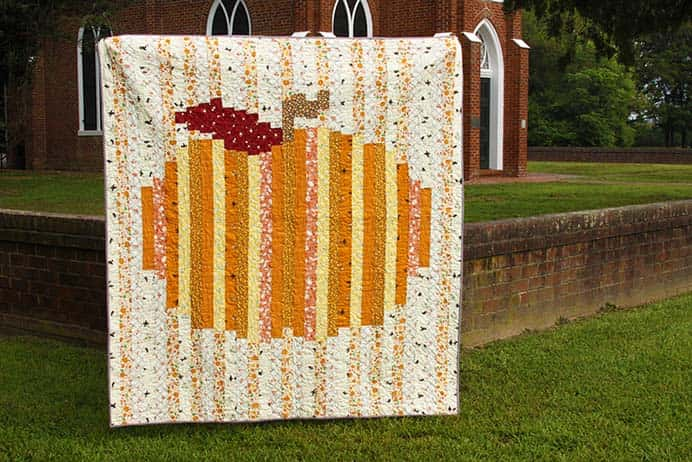 Seeing Beverley's Pumpkin Quilt design reminds us that we will approach the change of seasons. A colorful and simple strip quilt construction. Follow the free pattern on Flamingo Toes. Please share. You will always look forward to Mondays, with our craft inspiration roundups -CraftyLikeGranny.com #quilting #quiltblock #craft #sewing