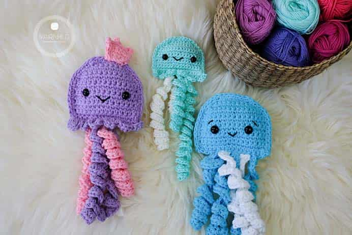 The crochet ragdoll sea pattern is very beginner friendly and you just have to know the basics of crochet to make one. There is also no decreases in this pattern! Follow designer Ragnhild Hynne Uebler's free crochet pattern on her blog Yarnhild. Please share. Join now for creative craft inspiration. The best in craft delivered to your inbox every Monday - CraftyLikeGranny.com #crochet #crocheting #freecrochetpattern