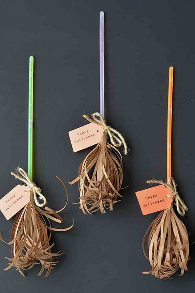 These cute little broomsticks would make a fun 'treat' to give to 'Trick or Treaters' for Halloween. Particularly if you are seeking a non candy treat. Using glow sticks and paper they are simple and quick to make. Follow Debbie's tutorial on One Little Project At A Time. Please share. The best in craft delivered to your inbox every Monday - CraftyLikeGranny.com #halloweencrafts #craft #diy