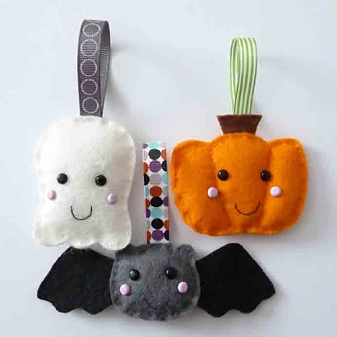 Sew adorable little ghost, pumpkin and bat felt ornaments for Halloween. Follow the tutorial on Paper and String. Please share. Look forward to Mondays with our craft inspiration newsletter. Crafty goodness delivered to your inbox - CraftyLikeGranny.com#halloweencrafts #craft #sewing