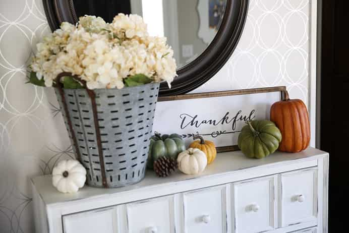 Thankful Sign by The Idea Room to create a stunning Thanksgiving theme for your home. Please share. You will always look forward to Mondays, with our craft inspiration roundups -CraftyLikeGranny.com #thanksgivingcrafts #thanksgivingideas #craft #diy