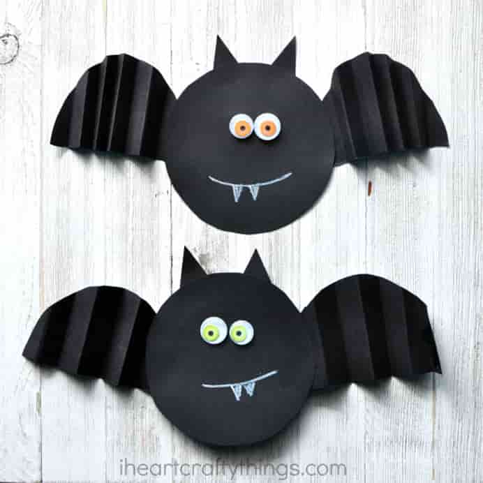 paper-bat-craft Accordion paper fold is fun and easy for kids to do. The bat wings are made using this technique and toddlers will get practice cutting out. Please share. Sign up to our craft inspiration roundup newsletter and make Mondays more manageable. Fabulous Crafty ideas and projects delivered to your inbox - CraftyLikeGranny.com #halloweencrafts #kidscrafts