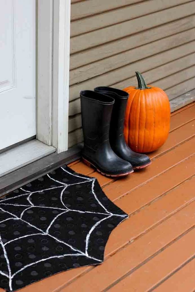 Spookify Your Doorstep For Halloween. When you think of Halloween, spiderwebs definitely come to mind. A spiderweb doormat is just the thing for Halloween! Follow Delia Creates tutorial to make this very simple project. Please share. Join now for creative craft inspiration. The best in craft delivered to your inbox every Monday - CraftyLikeGranny.com #halloweencrafts #craft #diy