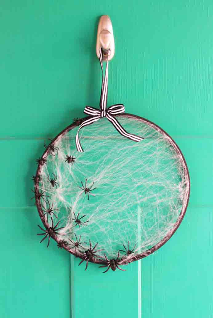 Simple Embroidery Hoop Spiderweb Wreath. Using an embroidery hoop create an effective halloween decoration for your home. Follow Holly and Nat's tutorial on My Sister's Suitcase Blog. Please share and make Mondays fun, get our craft inspiration delivered to your inbox - CraftyLikeGranny.com #halloweencrafts #craft #diy