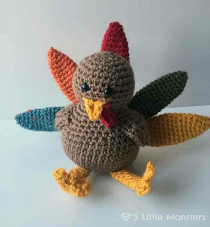 Follow the free pattern for this adorable turkey amigurumi by 5 Little Monsters. Please share. Look forward to Mondays with our craft inspiration newsletter. Crafty goodness delivered to your inbox - CraftyLikeGranny.com #thanksgivingcrafts #amigurumi #crochetpattern