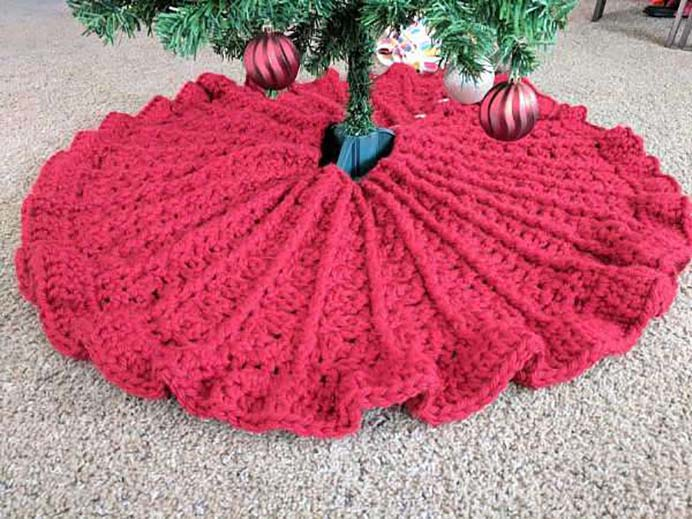 Show off your beautiful crochet skills by making a stunning skirt for your Christmas Tree. Stitch In Progress has shared their free crochet pattern. Using Lion Brand Hometown USA chunky yarn, it will take less time to make. Please share. You will always look forward to Mondays, with our craft inspiration roundups -CraftyLikeGranny.com #christmascrafts #christmas #craft #diy