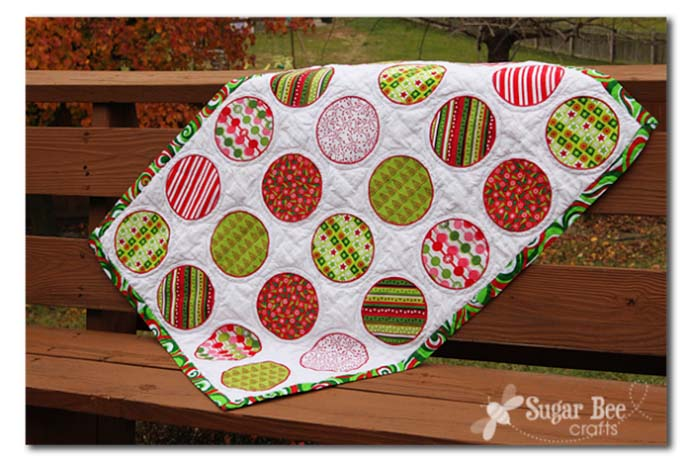 Christmas Circle Quilt. Here is some inspiration for a lovely Christmas themed quilt. Mandy from Sugarbee Crafts has shared her tutorial on how to make one. Please share and make Mondays fun, get our craft inspiration delivered to your inbox - CraftyLikeGranny.com #christmascrafts #christmas #craft #diy