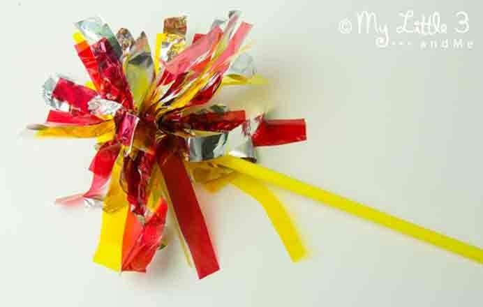 Firework Sparkler Craft For Kids from Kids Craft Room. Something for the kids to make and enjoy for New Year's Eve celebrations. Fireworks Sparklers are simple to do and an alternative to lighting a sparkler :) Follow Emma's tutorial at Kids Craft Room. Please share. You will always look forward to Mondays, with our craft inspiration roundups -CraftyLikeGranny.com #newyearparty