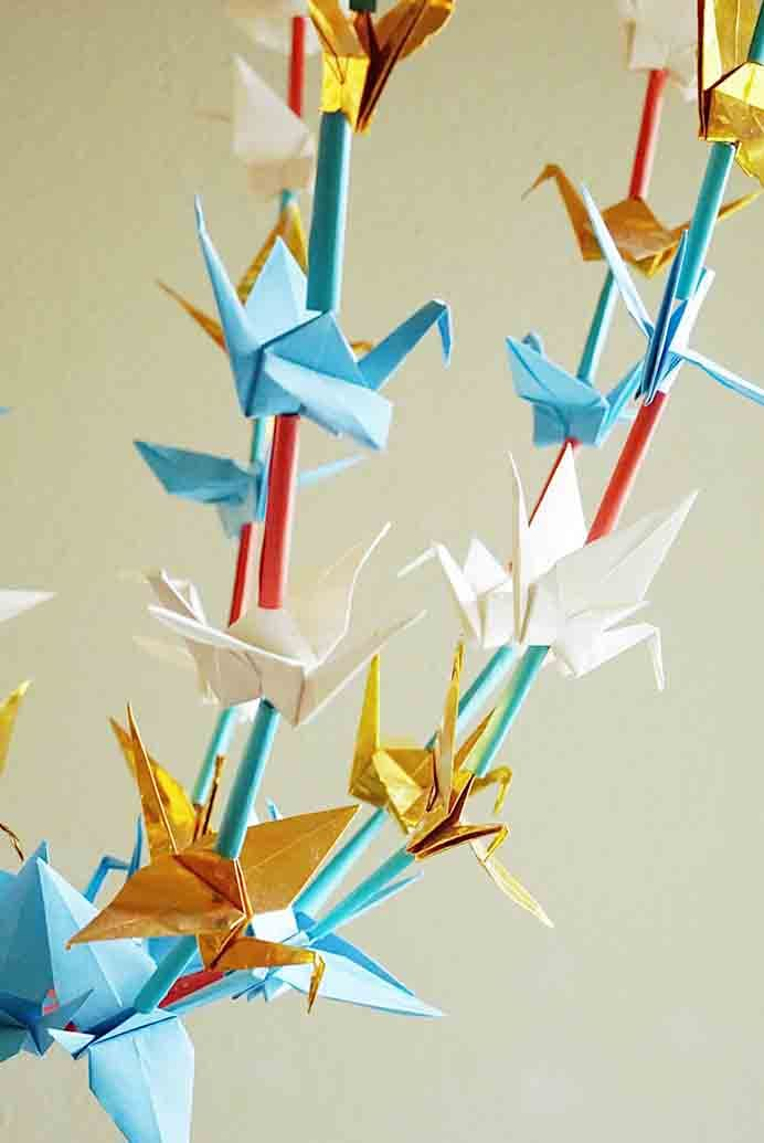 Paper Chandelier Origami Pajaki. A lovely story combined with a easy to follow tutorial at Maker Mama. This paper chandelier looks amazing!Please share. Sign up to our craft inspiration roundup newsletter and make Mondays more manageable. Fabulous Crafty ideas and projects delivered to your inbox - CraftyLikeGranny.com #Papercraft