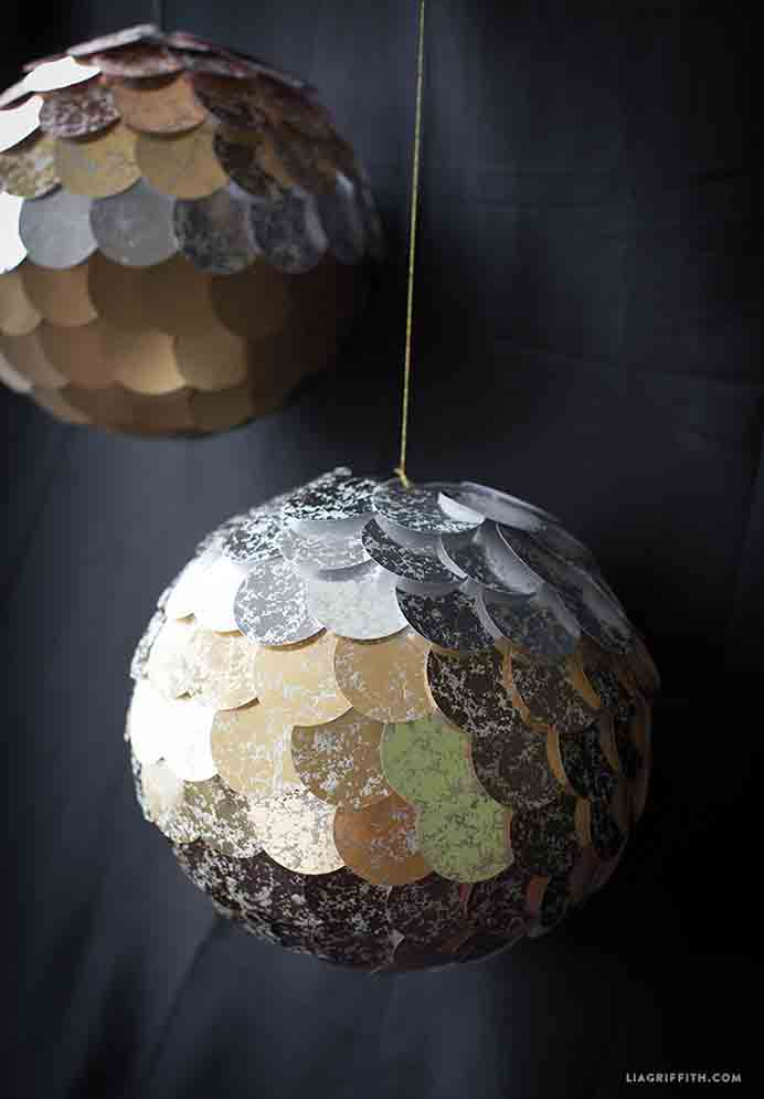 Stunning New Year's Eve Pinatas by the team at Lia Griffith to wow your guests with as part of your New Year's Eve theme. Plus they get to give it a wack to reveal the treats inside! Please share. You will always look forward to Mondays, with our craft inspiration roundups -CraftyLikeGranny.com #newyearparty